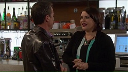 Paul Robinson, Naomi Canning in Neighbours Episode 7209