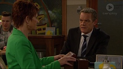 Susan Kennedy, Paul Robinson in Neighbours Episode 7211