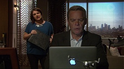 Naomi Canning, Paul Robinson in Neighbours Episode 7220