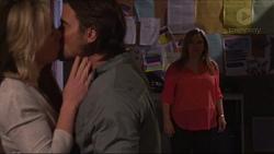 Lauren Turner, Brad Willis, Terese Willis in Neighbours Episode 7237
