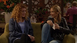 Belinda Bell, Steph Scully in Neighbours Episode 7241
