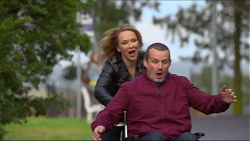 Steph Scully, Toadie Rebecchi in Neighbours Episode 7247