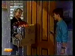Emma Gordon, Todd Landers in Neighbours Episode 0770