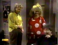 Bronwyn Davies, Sharon Davies in Neighbours Episode 0869