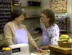 Edith Chubb, Henry Ramsay in Neighbours Episode 0869