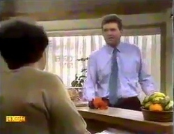 Edith Chubb, Des Clarke in Neighbours Episode 0869