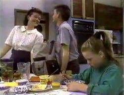 Lucy Robinson, Todd Landers, Katie Landers in Neighbours Episode 0870