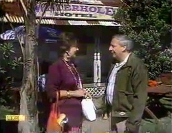 Gloria Lewis, Rob Lewis in Neighbours Episode 0871