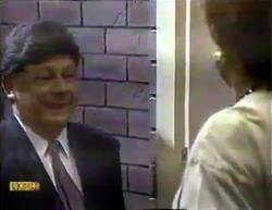 Rob Lewis, Gloria Lewis in Neighbours Episode 0872