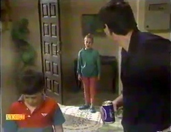 Toby Mangel, Katie Landers, Joe Mangel in Neighbours Episode 0873