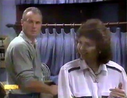 Jim Robinson, Beverly Marshall in Neighbours Episode 0874