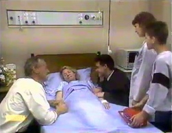 Jim Robinson, Helen Daniels, Paul Robinson, Beverly Marshall, Todd Landers in Neighbours Episode 0875