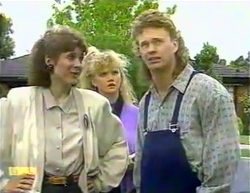 Beverly Marshall, Sharon Davies, Henry Ramsay in Neighbours Episode 0875