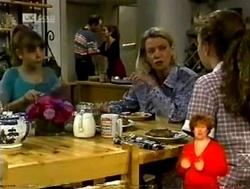 Hannah Martin, Philip Martin, Julie Robinson, Helen Daniels, Debbie Martin in Neighbours Episode 2150