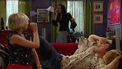 Sindi Watts, Carmella Cammeniti, Stuart Parker in Neighbours Episode 4684
