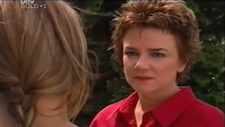 Steph Scully, Lyn Scully in Neighbours Episode 4685
