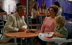 Bobby Hoyland, Lyn Scully, Oscar Scully in Neighbours Episode 4724
