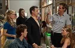 Elle Robinson, Dylan Timmins, Robert Robinson, Paul Robinson, Ned Parker, Izzy Hoyland in Neighbours Episode 4938