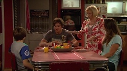 Jimmy Williams, Kyle Canning, Sheila Canning, Amy Williams in Neighbours Episode 7284