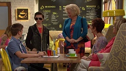 Charlie Hoyland, Jimmy Williams, Sheila Canning, Susan Kennedy in Neighbours Episode 7296