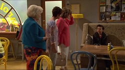 Sheila Canning, Susan Kennedy, Lyn Scully, Jimmy Williams in Neighbours Episode 7296