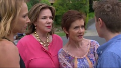 Steph Scully, Lyn Scully, Susan Kennedy, Charlie Hoyland in Neighbours Episode 7297