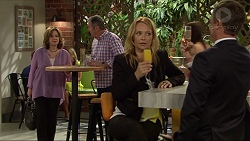 Lyn Scully, Karl Kennedy, Steph Scully, Paul Robinson in Neighbours Episode 7301