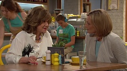 Lyn Scully, Charlie Hoyland, Philippa Hoyland in Neighbours Episode 7307