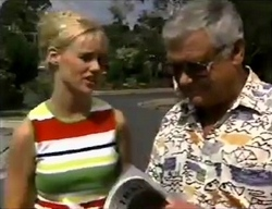 Lisa Elliot, Lou Carpenter in Neighbours Episode 2857