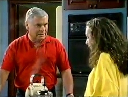 Lou Carpenter, Debbie Martin in Neighbours Episode 2888