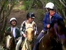 Lance Wilkinson, Anne Wilkinson, Billy Kennedy in Neighbours Episode 2889