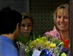 Delivery Man, Anne Wilkinson, Ruth Wilkinson in Neighbours Episode 2979