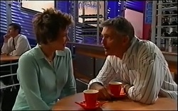 Lyn Scully, Bobby Hoyland in Neighbours Episode 4725