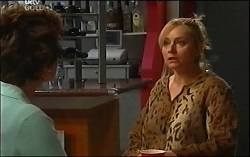 Lyn Scully, Janelle Timmins in Neighbours Episode 4725
