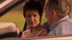 Susan Kennedy, Doug Willis in Neighbours Episode 7311