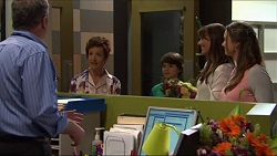 Karl Kennedy, Susan Kennedy, Nina Williams, Amy Williams in Neighbours Episode 7314