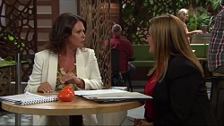 Julie Quill, Terese Willis in Neighbours Episode 7335
