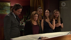 Brad Willis, Terese Willis, Paige Novak, Imogen Willis, Piper Willis in Neighbours Episode 7346