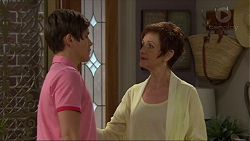 Angus Beaumont-Hannay, Susan Kennedy in Neighbours Episode 7356