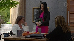 Julie Quill, Sarah Beaumont, Terese Willis in Neighbours Episode 7357