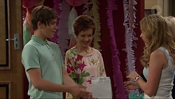 Angus Beaumont-Hannay, Susan Kennedy, Xanthe Canning in Neighbours Episode 7368