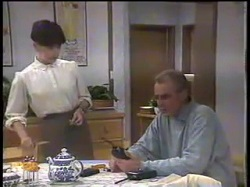 Hilary Robinson, Jim Robinson in Neighbours Episode 0862