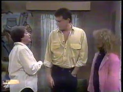 Edith Chubb, Des Clarke, Sharon Davies in Neighbours Episode 0865