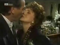 Doug Willis, Pam Willis in Neighbours Episode 1583