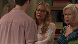 Ben Kirk, Xanthe Canning, Sheila Canning in Neighbours Episode 7377