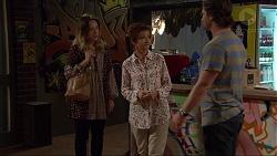 Susan Kennedy, Sonya Rebecchi, Brad Willis in Neighbours Episode 7404