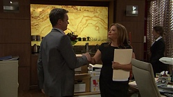 Paul Robinson, Terese Willis in Neighbours Episode 7422