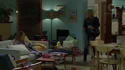 Sonya Mitchell, Steph Scully in Neighbours Episode 7424