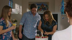 Piper Willis, Brad Willis, Terese Willis, Susan Kennedy in Neighbours Episode 7426