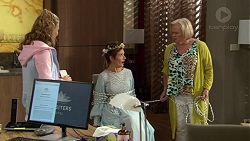 Xanthe Canning, Susan Kennedy, Sheila Canning in Neighbours Episode 7429